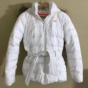Hollister white puffer jacket with belt XS